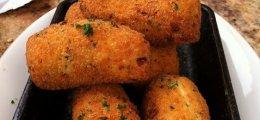 Croquetas de pollo y huevo cocido